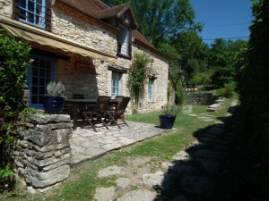 Stone child friendly holiday cottage
